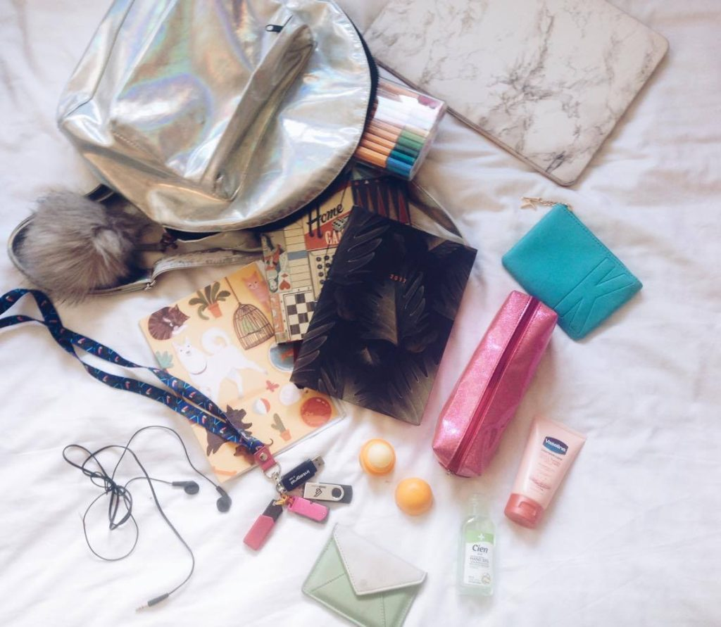 What's In My Bag | Uni Edition
